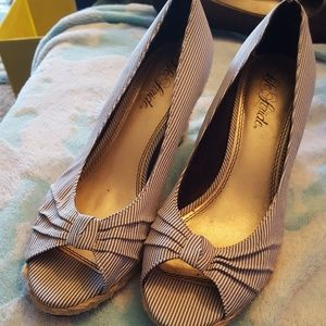 Retro Life Stride straw wedge peep toes, sz8